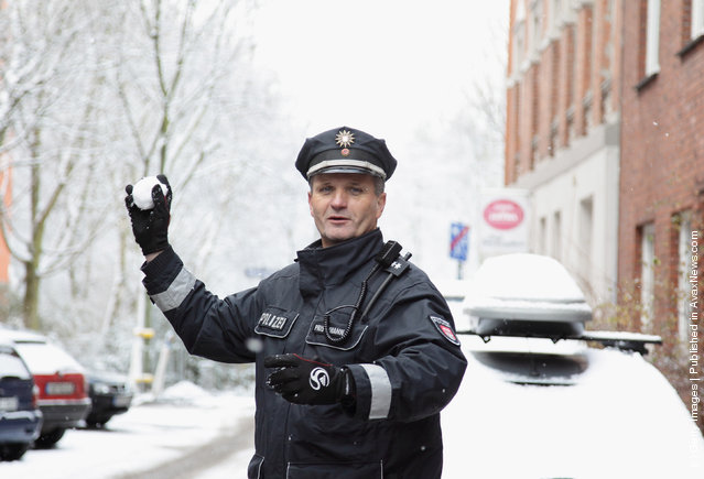 Little Girl Throws A Snowball At A Policeman. His Response – JAW DROPPING!