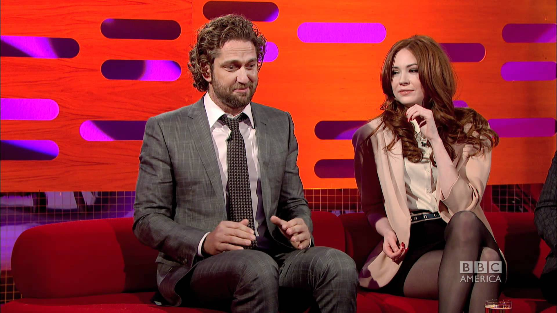 Gerard Butler Shares His Hilarious Kilt Wardrobe Malfunction! OMG This Is FUNNY!