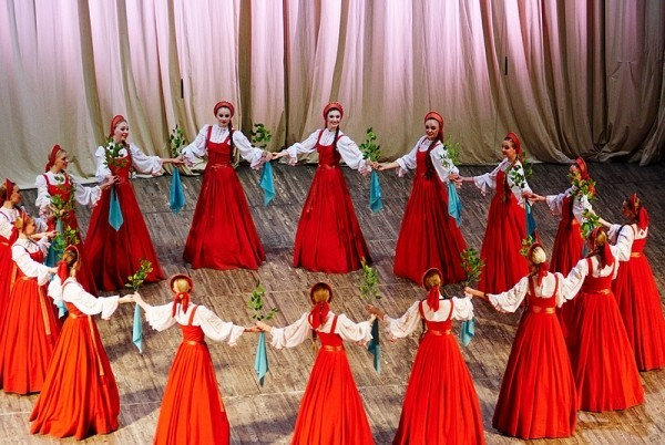 Is This An Illusion Or Are The Russian Dance Group 'Berezka' Really Floating?!